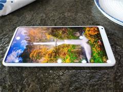 小米MIX 2尊享版怎么样?小米MIX 2白色尊享版真机上手图曝光